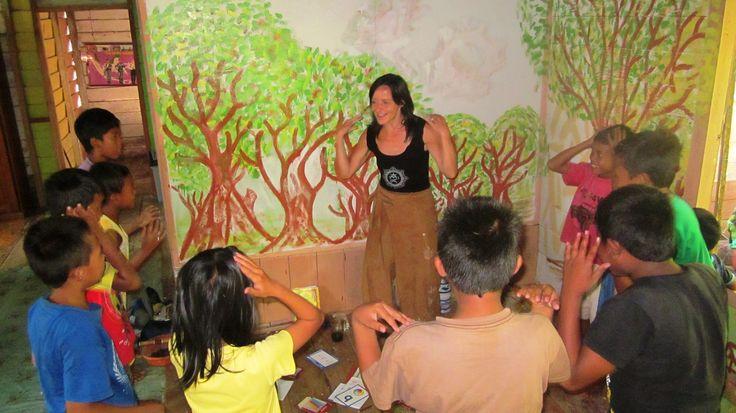 Our volunteer in Kalimantan teach english with dancing