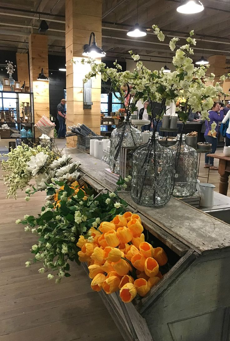 Farmhouse spring decor idea. My Trip To Magnolia Market & 5 Things to Know if You Visit