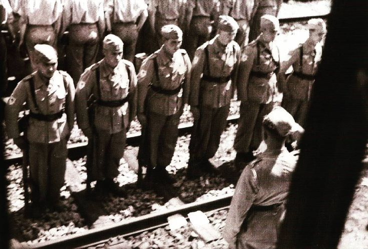 Last rites before Fallschirmjäger dispatched by train. Sequence troop deployment to Africa is as follows: the first wave: Kampfgruppe Kroh with command predecessor Brigade, the second wave: Kampfgruppe von der Heydte together platoon communications, the third wave: Kampfgruppe Hübner, the fourth wave: staff Brigade and its units of artillery batteries and a company of the weapon anti -tank, as well as the fifth wave (last): Kampfgruppe Burkhardt. Pin by Paolo Marzioli