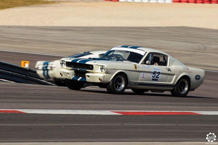 #Ford #Mustang #350GT sur la piste de #Dijon_Prenois au #GPAO Article original : http://newsdanciennes.com/2015/06/07/news-danciennes-au-grand-prix-de-lage-dor/ #Racecar #VintageCar #ClassicCar