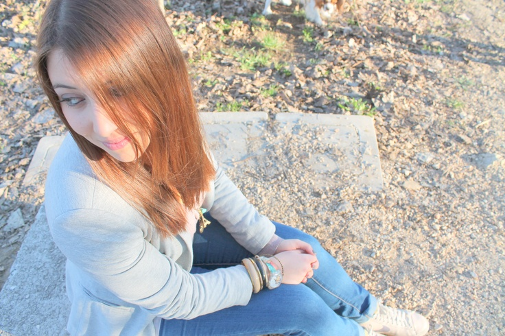 #smile #laugh #ridere #happy #fun #moments #canon #grey #jacket  #italian #brunette #girl #brown #ring #jewels #swatch #watch #corto #maltese #nike #shoes #shoot #sunny #day #italy #sister