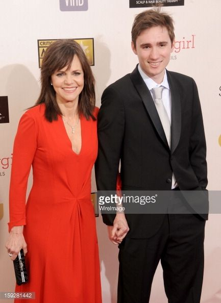 159281442-actress-sally-field-and-son-sam-greisman-gettyimages.jpg (433×594)