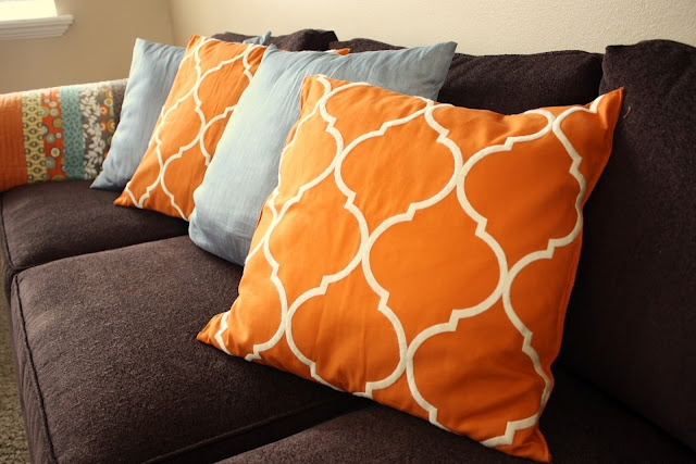 .: Quilts Blog, Pillows Covers, Orange Pillows, Pottery Barn Table, Linens Pillows, Throw Pillows Tutorials, Pottery Barns Tables, Tables Runners Tutorials, Table Runners