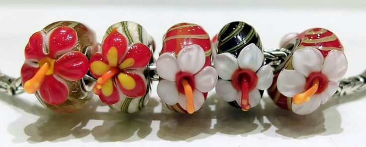 Ibisco in  vetro di murano di Alessia Fatone Facebook : Pianeta beads www.gold-jewels-italy.com