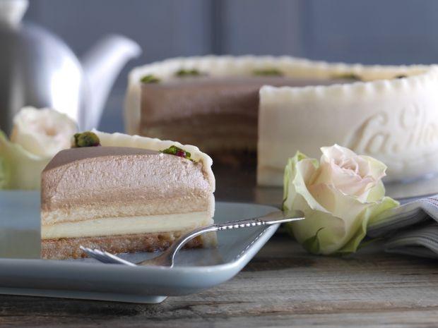 Volmer Sørensens Jubilæumskage fra La Glace med makronbund, abrikosmarmelade, vaniljecreme og nougatflødeskum.