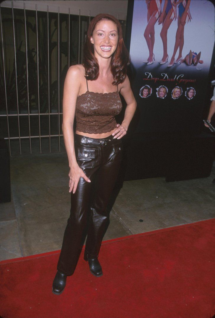 Pin for Later: The Drop Dead Gorgeous Premiere Will Give You So Much '90s Nostalgia Shannon Elizabeth Kept It Trendy With a Hair Kerchief and Pleather Pants