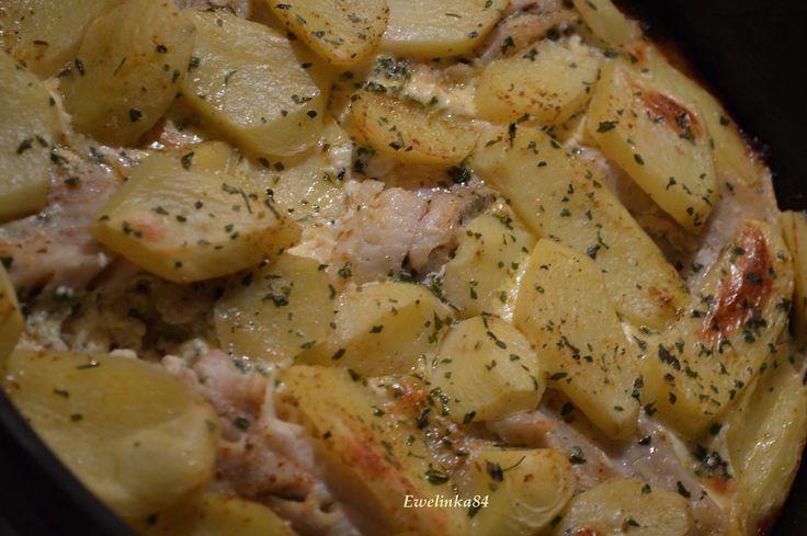 1) Okapané filé osmažíme na másle z obou stran a zaprášíme kari kořením, posolíme a popepříme. Přidáme jemně nasekaný česnek a špetku oregána a...