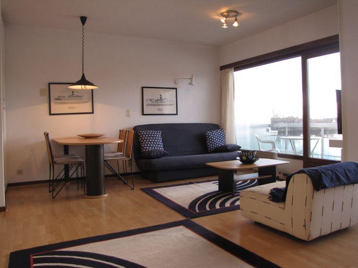 RUIME STUDIO MET ZICHT OP HET MEER Domein Laguna Beach : rustig gelegen studio met panoramisch zicht. Inkomhall, wc, aangename leefruimte met zonneterras en zicht op het meer, badkamer met ligbad en lavabo. Toegang tot overdekt zwembad, zwemvijver met privéstrand en wandelpark met sportfaciliteiten. Op wandelafstand van de tennisclub en het strand !  http://www.immomv.be/site/default.aspx?pagename=detail&pand=949