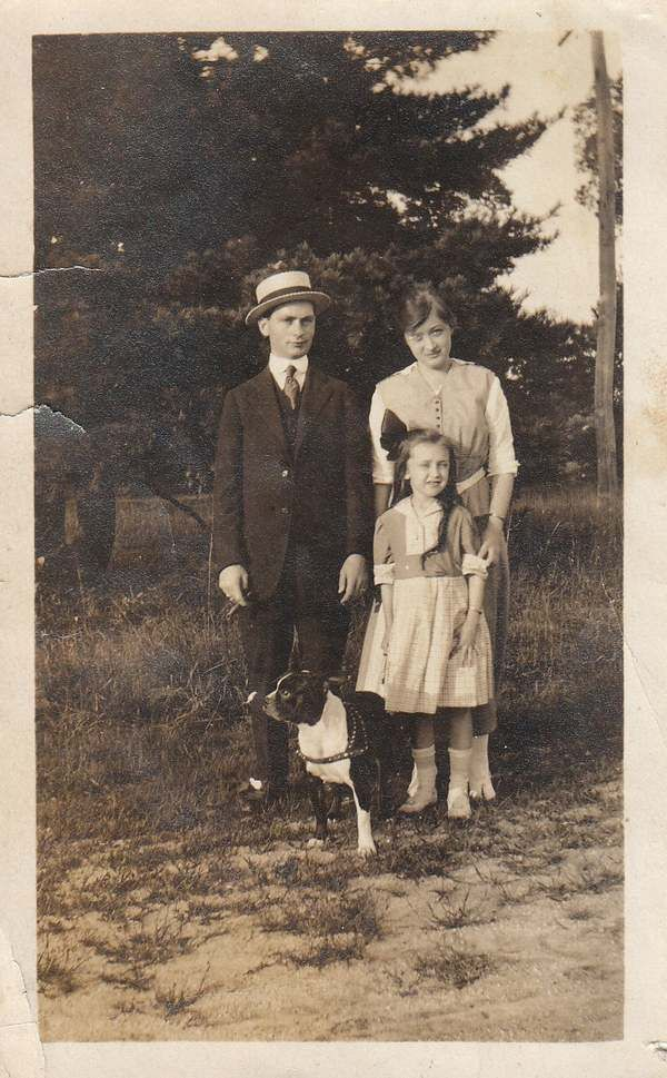 VINTAGE PHOTO MAN WOMAN GIRL BOSTON BULL TERRIER DOG 1920s