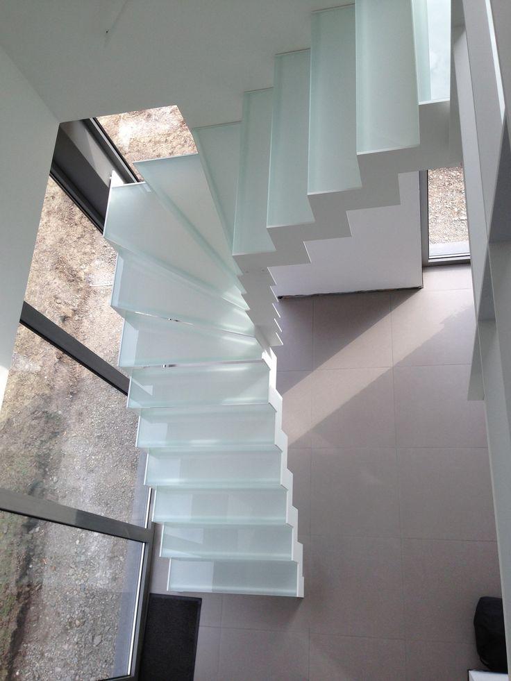 Vrijstaande trap met glastreden trappen modern pinterest met - Redo houten trap ...