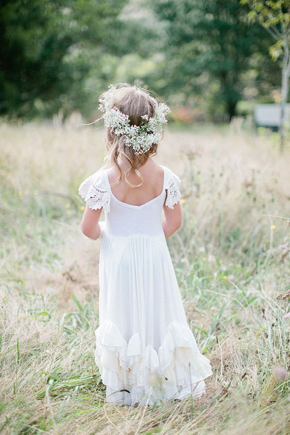rustic wedding ideas-flower girl hairstyle with baby's breath crown