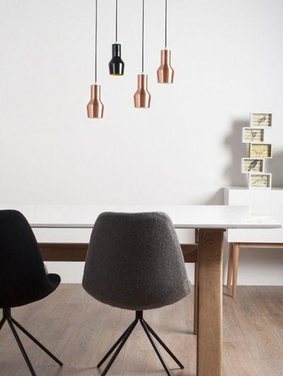 Of het nu om hardware (leidingen en muur) of software (lamp en kandelaar) gaat, koper is overal. Je krijgt nu bij een jaarabonnement op ELLE Decoration een koperen lamp van Zuiver cadeau.