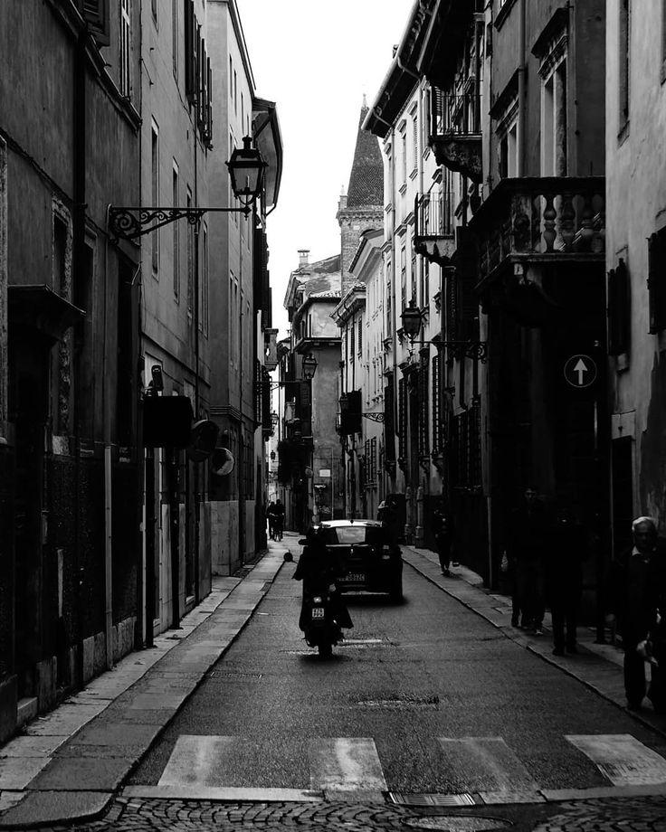 Some time in Verona . More on my website keinsinn.de . #verona #italy #italia #gardasee #lagodigarda #offseason #citylife #streetphotography #streetstyle #vacation #hiking #travel #wanderlust #adventure #photographer #potd #picoftheday #photoblog #photooftheday #awesome #art #sonyalpha #sonyalpha5000 #sel55210 #keinsinn #scooter #cars