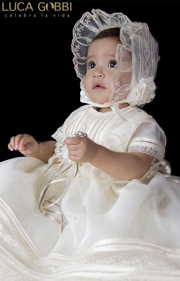 Ropón de bautizo para niña. Conoce más detalles de este y más modelos en www.lucagobbi.com  #bautizo #ropon