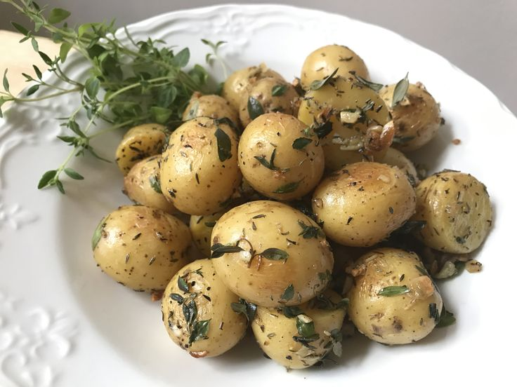 Lots of things in life can go wrong. Thyme & garlic roasted baby potatoes aren't one of them!  Learn more at: https://www.platecations.com/single-post/Thyme-Garlic-Roasted-Baby-Potatoes