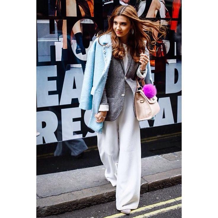 @larisacostea @britishfashioncouncil #londonfashionweek #lfw #aw16 #brewerstreetcarpark #brewerstreet #instastyle #instablogger #instafashion #fashionista #streetwear #streetstyle #streetfashion #lifestyle #love the #bag  #maybe #youknow the #label ?! #captured  #by @volkervornehm #followme @vornehmphotography.tumblr.com & @volkervornehm.com