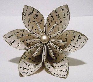 Fiore di carta, ideale per decorazioni e pacchetti