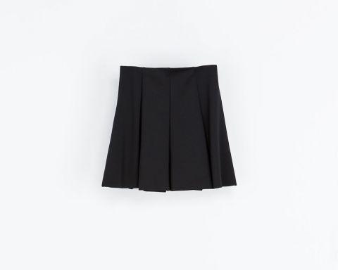 Skjørt skirs svart black zara fashion inspirasjon mote nettshopping stylingtips styling tips Mer på http://www.stylista.no