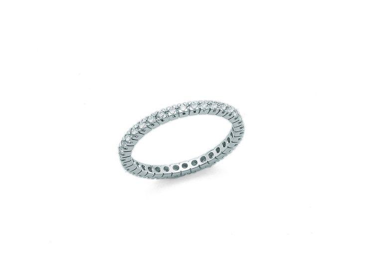 L'anello di fidanzamento per ogni segno zodiacale - Grazia.it BILANCIA Segno cortese, generoso e attento ai bisogni degli altri più che ai propri. Amante della pace, non dei conflitti. L'anello perfetto? Minimal e sottile, con pavè di diamantini.