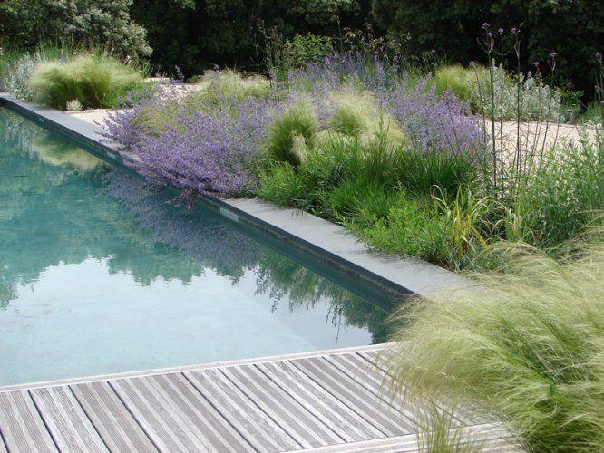 Bord de piscine à envisager... mais moins près de l'eau - sinon bonjour le nettoyage!)