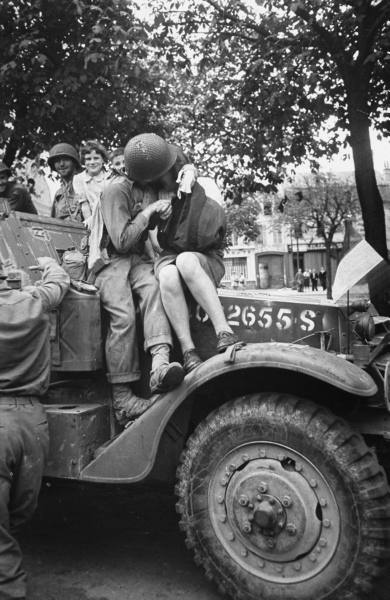 Us Soldiers In France - 1944