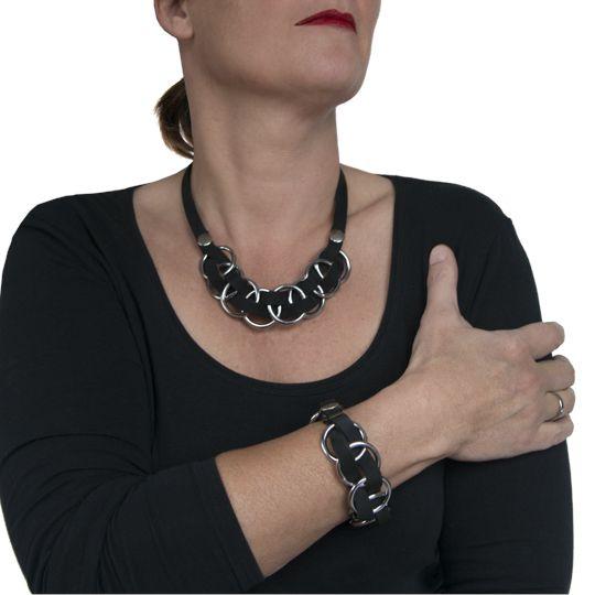 Bij de Jett necklace hoort de Jett bracelet! Mooi setje van echt leer, eigen ontwerp en met zorg gemaakt! Ketting €62,50 en armband €44,50 http://www.issamadeby.nl/jett-bracelet