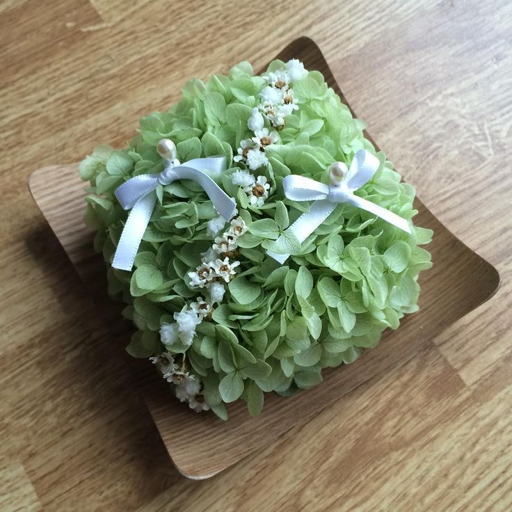 #リングピロー 💍 前に買ったのもあったのですが、 やりたい式のイメージが途中で変わったので… * * 緑色のアジサイにかすみ草のナチュラルなデザイン🌿 * * 式まであと2週間を切り、何かとばたばたな毎日ですが、 集めたウエディンググッズを少しずつ投稿していきたいと思います🌟 * * #プレ花嫁#2016秋婚#リングピロー#ウエディンググッズ#日本中のプレ花嫁さんと繋がりたい