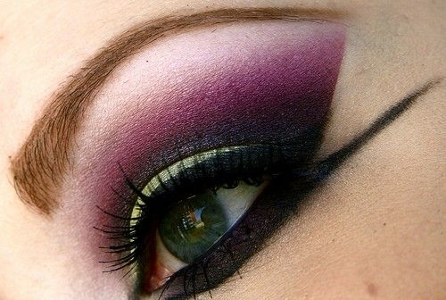 Green and purple dramatic sexy angled smokey eye make up #eyes #makeup #eyeshadow by Janivi