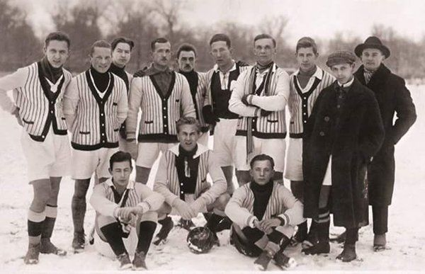 Polonia Warsaw in 1924 in classy sweatshirts which doubled as club tracksuits until 1930.