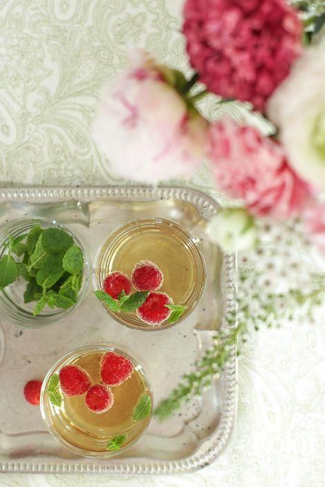 Seljankukkasangria valkoviinistä – Elderflower White Wine Sangria – Flädersangria #sangria