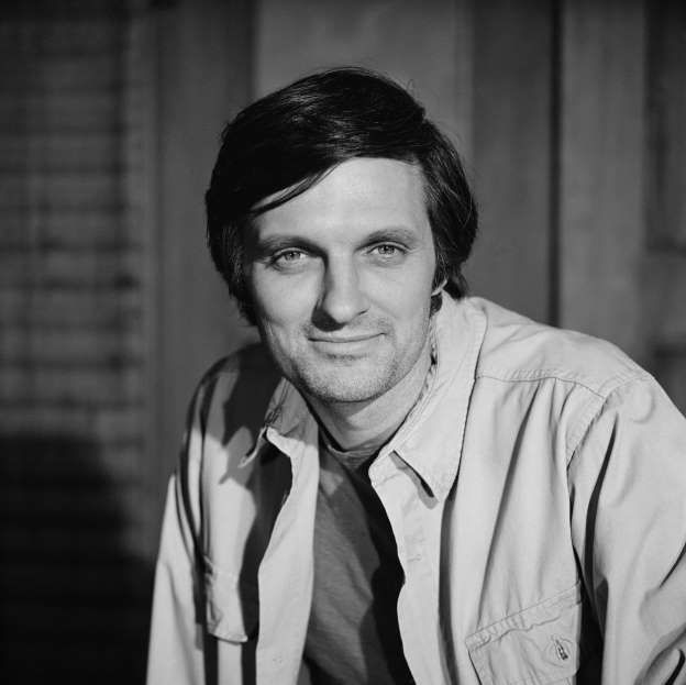 Alan Alda as Captain Benjamin Franklin Pierce in the pilot episode of M*A*S*H (MASH). Image dated April 13, 1972.