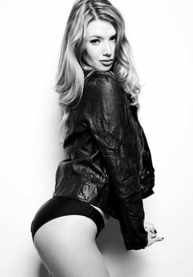 Monica Foley Nude Photos 15