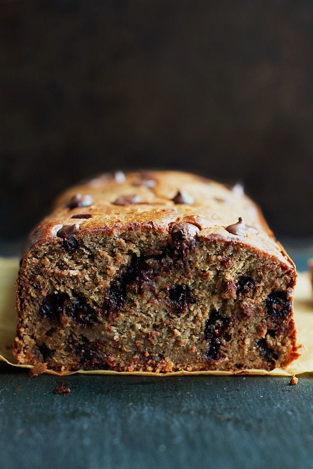 Flourless Chocolate Chip Banana Bread by runningwithspoons: made with NO flour, butter, or oil, but so soft, tender, and flavourful that you'd never be able to tell. It's gluten-free, low in refined sugar, and whipped up in the blender in 5 minutes flat. #Banana_Bread #Chocolate_Chip #Flourless #Fast