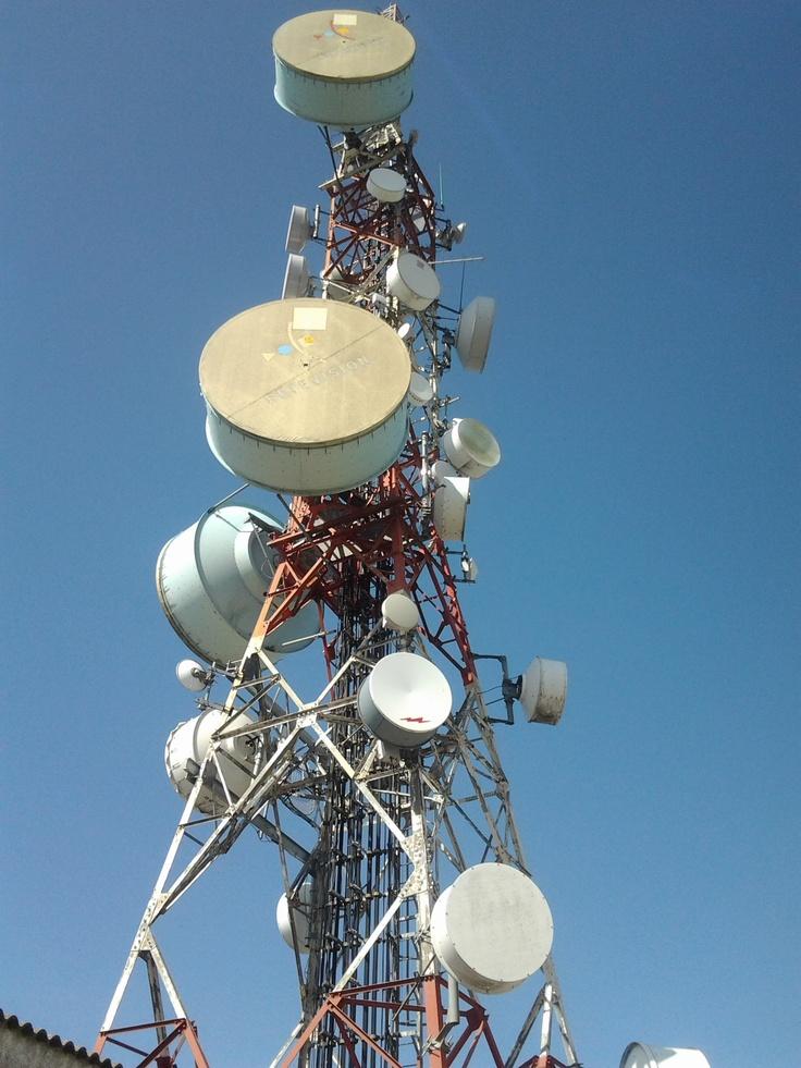 Internet Rural en Antequera.  Torre de telecomunicaciones. Antenas