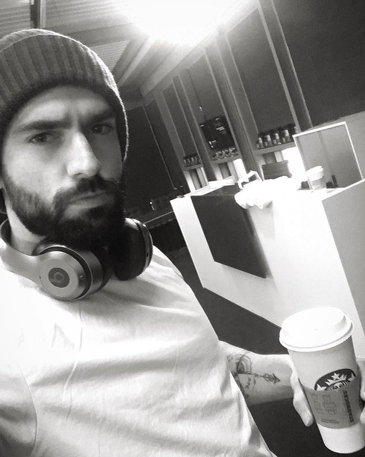 It's a venti kinda day @beatsbydre @starbucks  #fitfam #personaltraining #body #bodygoals #lean #training #train #personaltrainer #manchester #london #losangeles #food #diet #nutrition #physique #life #lifestyle #fitnessmotivation #abs #instagood #business #life #fitnessmodel #food #fit #friday #mma #photography #water #fitspo #instagood #tattoo #fitness