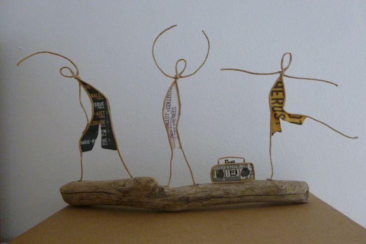 Au cours de gym - figurines en ficelle et papier