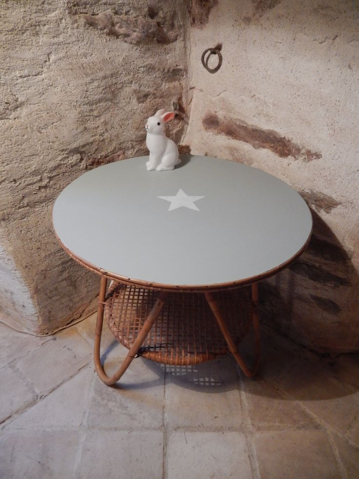 Table basse ronde vintage ancienne en rotin osier patinee for Table et chaise en osier
