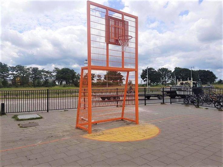 Onze VBC160 voetbaldoel - basketbal-combinatie de we in onze sportkooien gebruiken, zijn ook zeer goed vrijstaand te plaatsen.