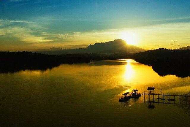 Kinabalu Park (Sabah, Borneo)  Mount Kinabalu (foto: Kevin Wasilin)  http://www.zuidoostaziemagazine.com/de-4-unesco-werelderfgoedsites-van-maleisie/#