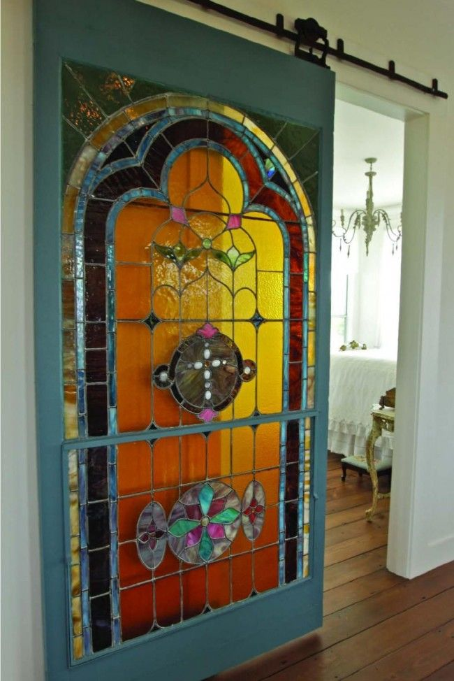 Витражная дверь в спальную комнату