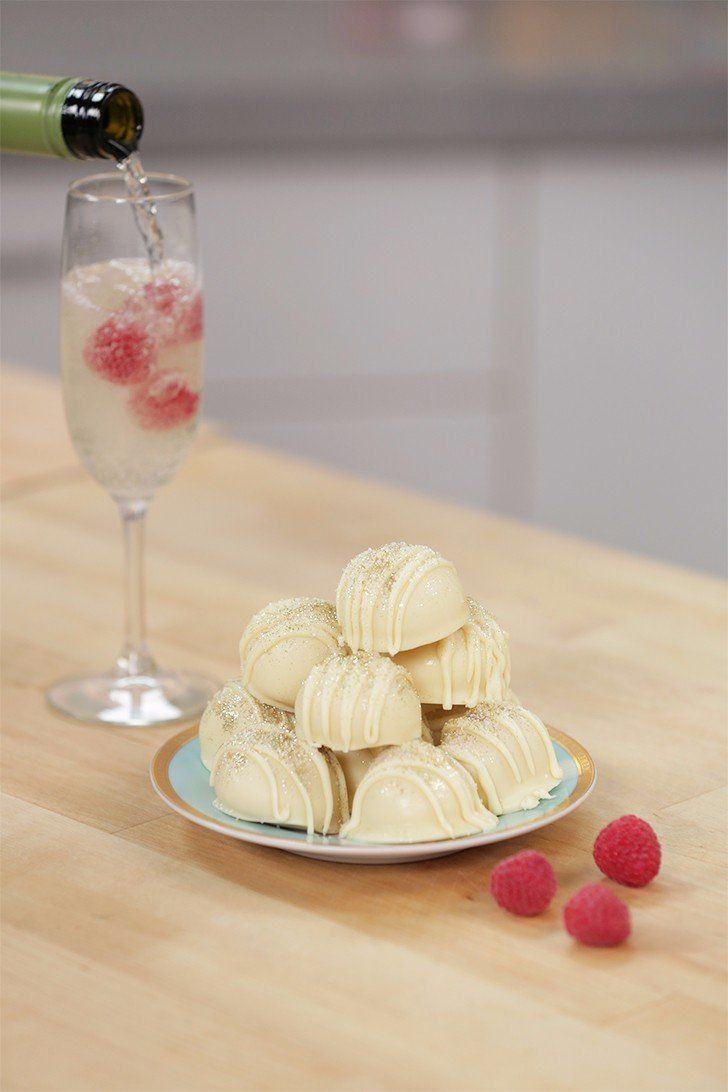 These Prosecco white chocolate truffles are perfect for your holiday party!