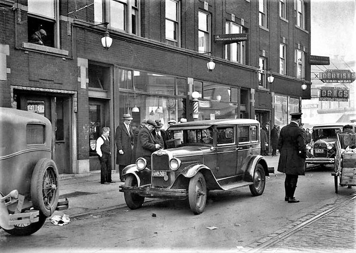Gangster Pietro Porto was slain in his auto in front of 941 Taylor Street on Jan. 8, 1931. Porto was a minor gangster from Detroit who was shot twice in the head from the back seat of Pasquale Caruso's car. Porto had just received a shave at a local barber shop when he got into the front seat of a car just outside the shop. (Vintage Tribune)