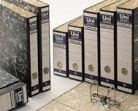 ARCHIVADORES UNIPAPEL D4. Varios Formatos. Fabricado en cartón forrado jaspeado negro exterior e interiormente. Mecanismo de palanca niquelado con cantonera larga.