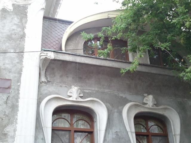 Beautiful house in old Bucharest, unknown author