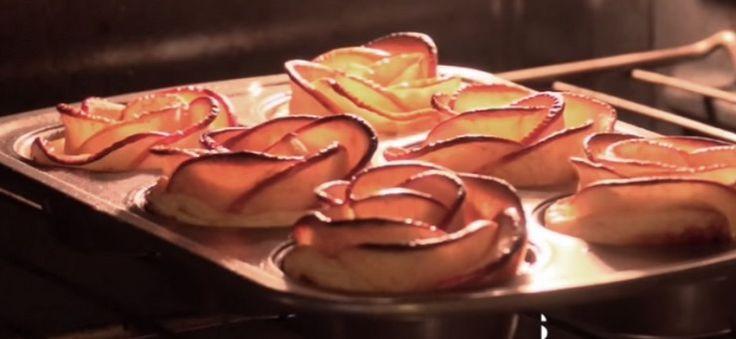 Dit heerlijke appeltaartje zal op heel wat tafels gaan verschijnen deze Paasdagen. Een combinatie van de heerlijke geur van kaneel en appel geeft een heerlijk aroma in je huis en het is bovendien ook nog eens belachelijk makkelijk om te maken! Laat je dus niet ontmoedigen door het prachtige resultaat, dit kan werkelijk iedereen! Kijk op de volgende pagina hoe je met maar een paar ingredienten dit goddelijke Paastoetje kan maken. Neem allereerst een aantal plakjes appel en doe ze in een bak…