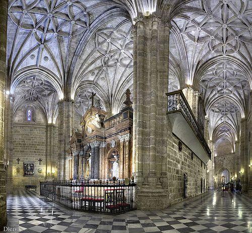 """Interior de la Catedral de Almería (de la exposición """"Almería, una mirada al Centro""""."""