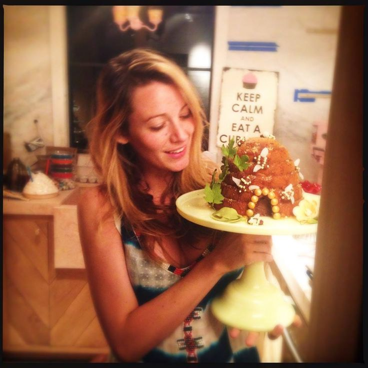 """""""A Meyer Lemon Honey cake made by one B, for the Queen B. Happy Birthday Beyonce!! xxo Blake"""" #Beyoncé #Preserve #BlakeLively"""