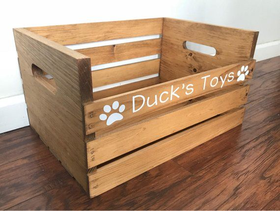 Personalisierte Holzkiste für Katzen- / Hunde- / Haustierspielzeug Rustic Toybox | Etsy   – Personalized Wooden Crate For Cat/Dog/Pet Toys, Rustic Toybox For Your Pet