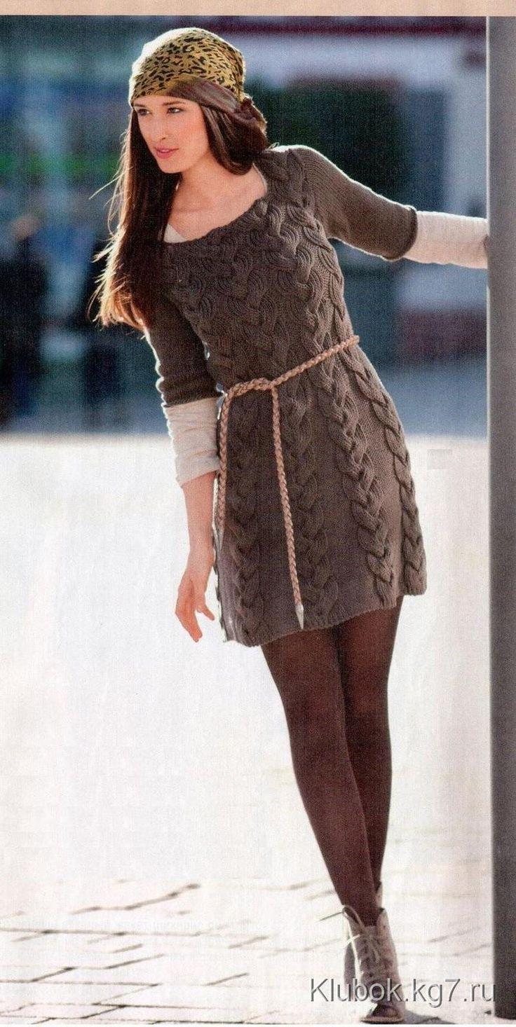 Коричневое платье с косами