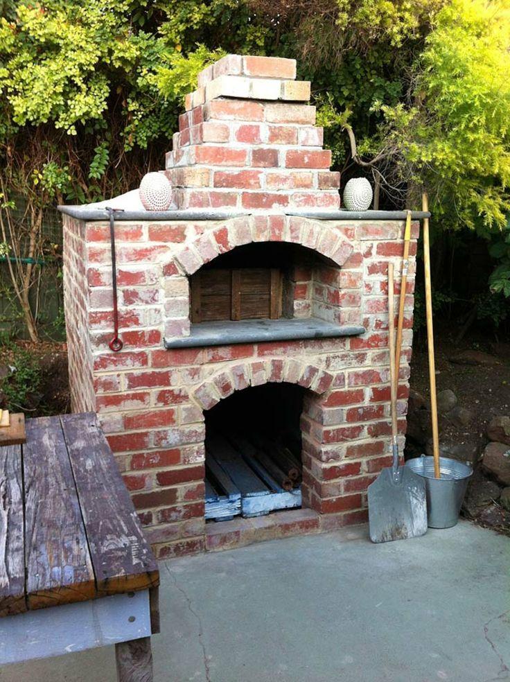 Sie wollen ein Pizzaofen bauen? Es gibt viele verschiedene Arten von Pizzaöfen gibt von kleinen Lehmöfen bis zu größeren Betonöfen.  #außenküch…